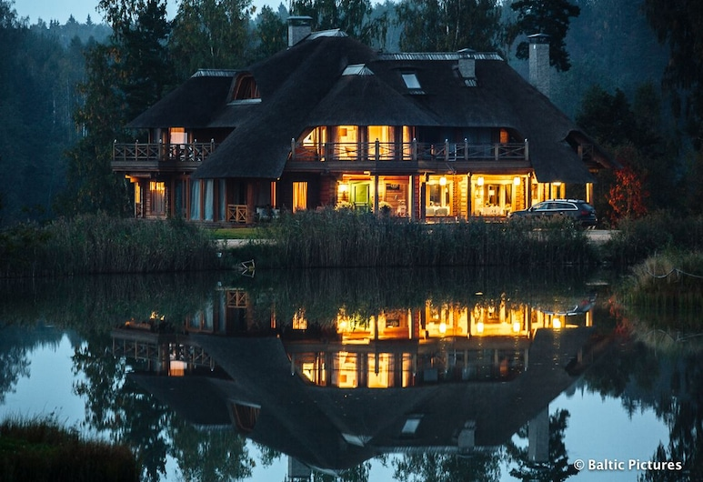 Jonathan SPA Estate, Amata Municipality, Fachada del hotel de noche