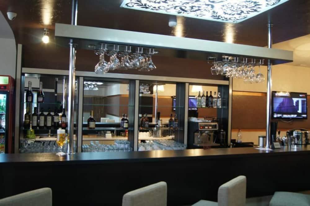 Бар готелю