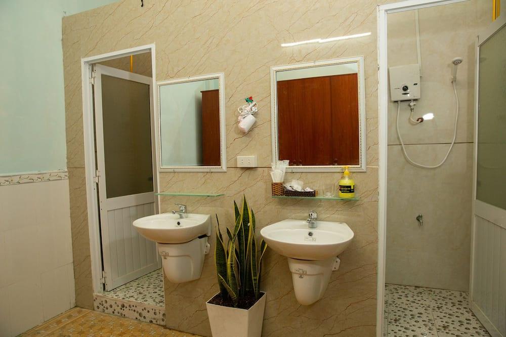 Dormitorio condiviso, dormitorio misto (Bed in 10-Bed, 2nd Floor) - Bagno