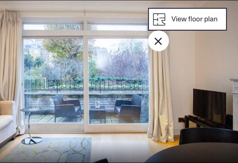English Garden Apartment, London