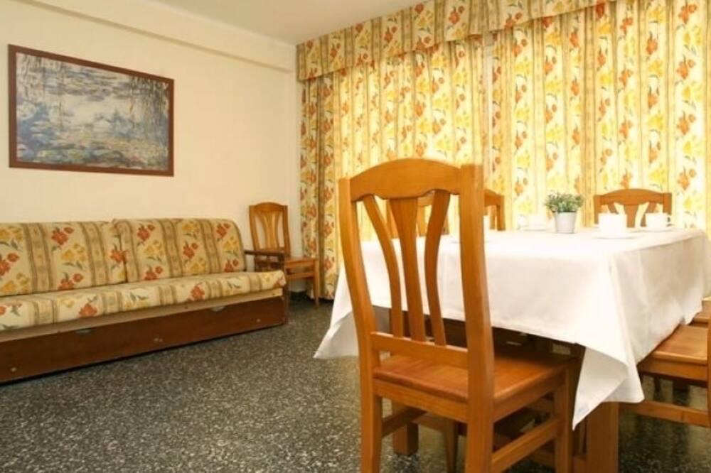Apartman, 3 spavaće sobe (161335) - Dnevni boravak