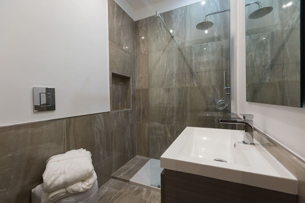 Žemesnės liukso klasės numeris, 1 didelė dvigulė lova, vaizdas į miestą - Vonios kambarys