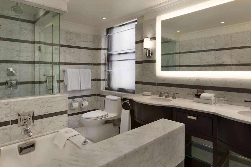 Fairmont Gold, סוויטה, מיטת קינג, ללא עישון, גישה לטרקלין עסקים - חדר רחצה