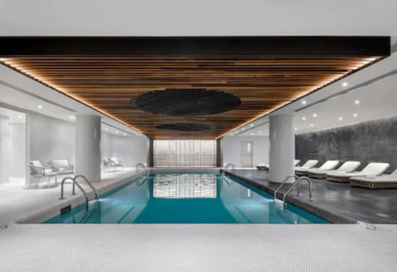 Fairmont The Queen Elizabeth Gold Experience, Montreal, Piscina Interior