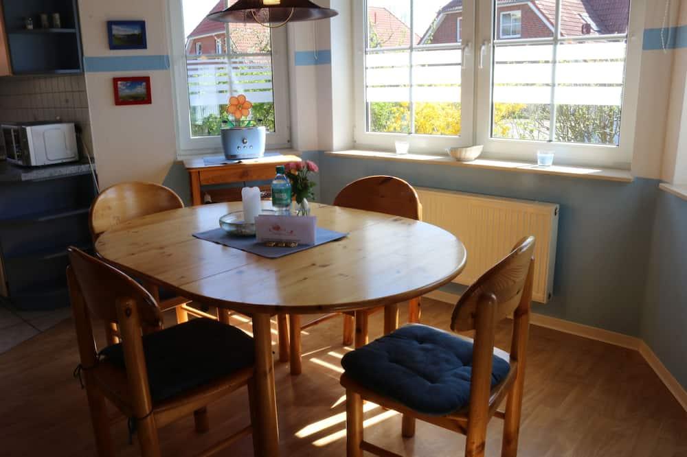 House (Zum Hallenbad 19) - In-Room Dining