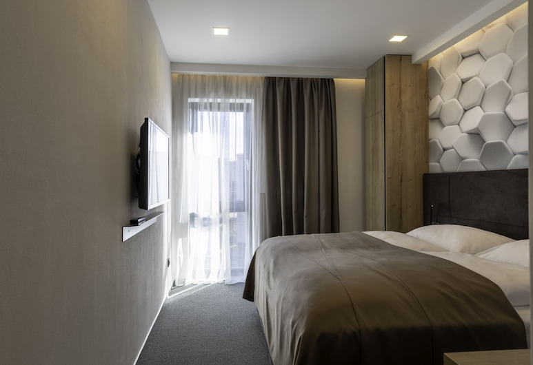 4 SMART HOTEL, Olomouc, Economy Double or Twin Room, Multiple Beds, Guest Room