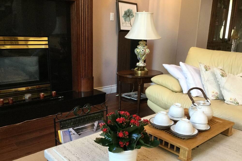 Luxury Tek Büyük Yataklı Oda, 1 Büyük (Queen) Boy Yatak ve Çekyat, Bahçe Manzaralı - Oturma Alanı