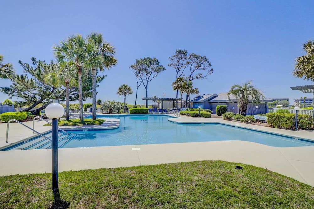 House, Multiple Beds (Two-Bedroom Apartment) - Outdoor Pool