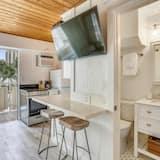 House, 1 Queen Bed (Standard Studio) - In-Room Dining