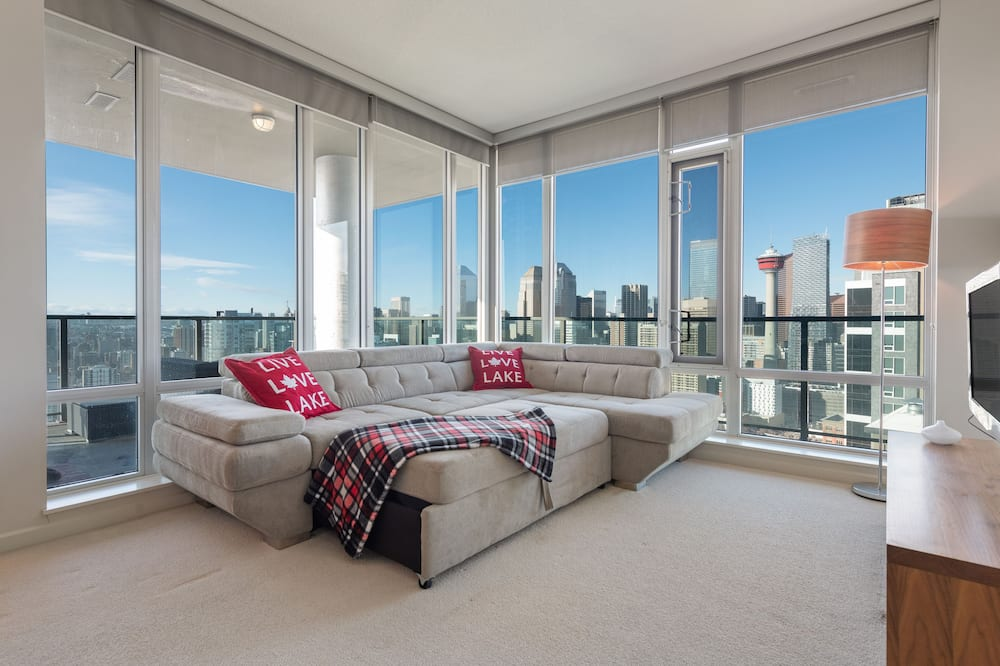 Signature Apartment, 2 Bedrooms, City View - Living Area