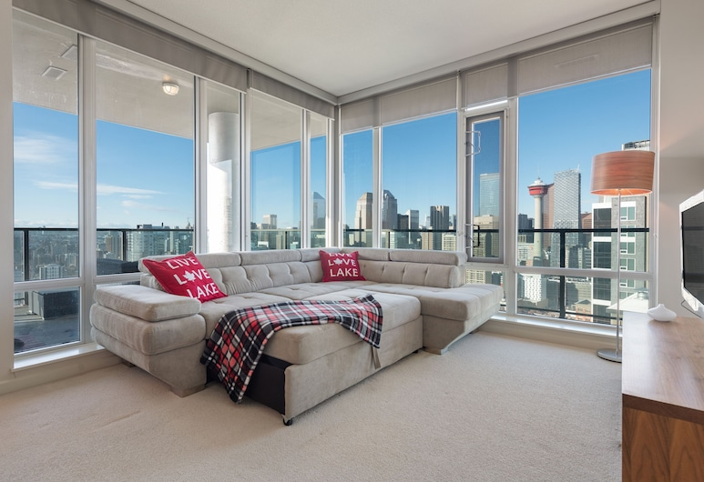 Simply Comfort. Downtown Calgary Apts, Calgary, Signature Apartment, 2 Bedrooms, City View, Living Area