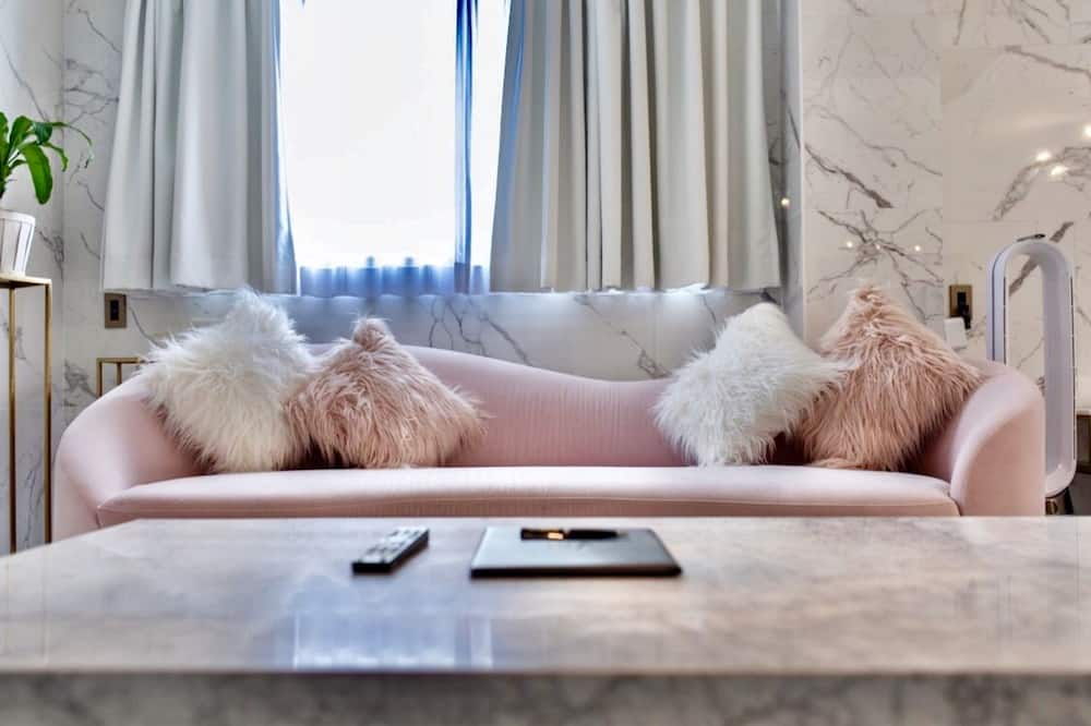 Suite – deluxe, 2 soverom, kjøkken (Room 203) - Oppholdsområde
