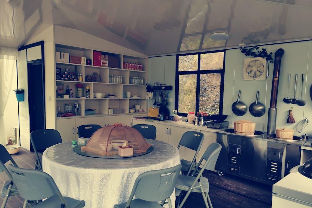 Liukso klasės vila, vaizdas į kalvas - Bendra virtuvė
