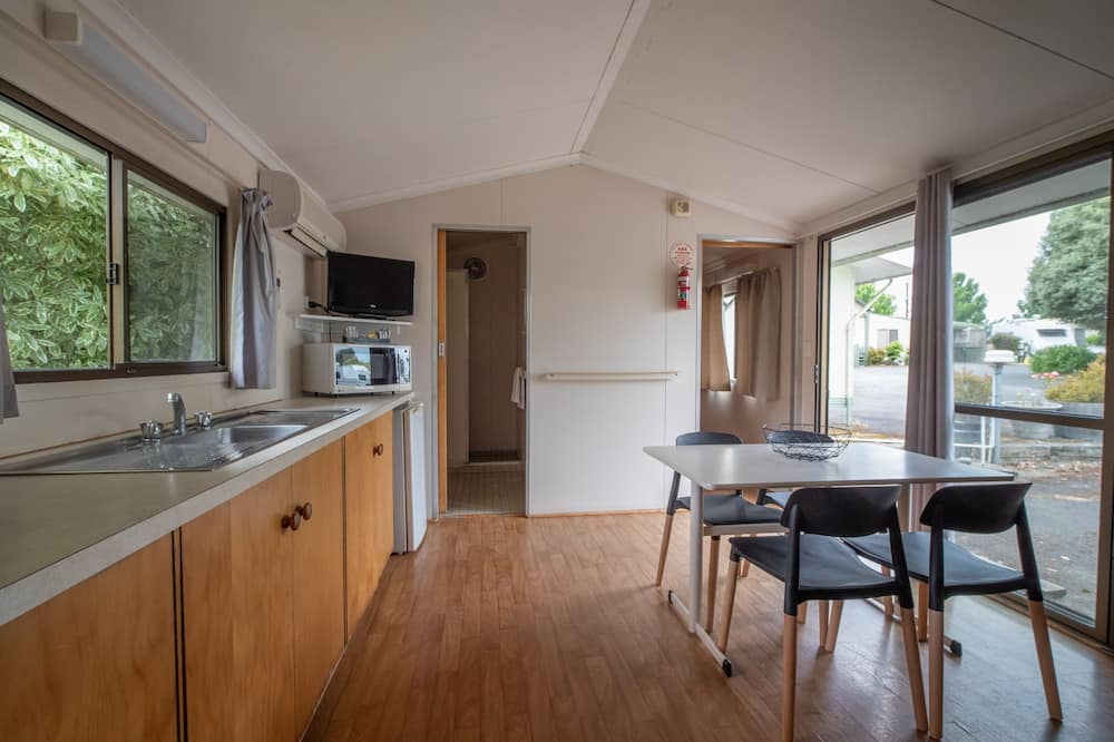 Two Bedroom Ensuite Cabin, Sleeps 5 - Living Area