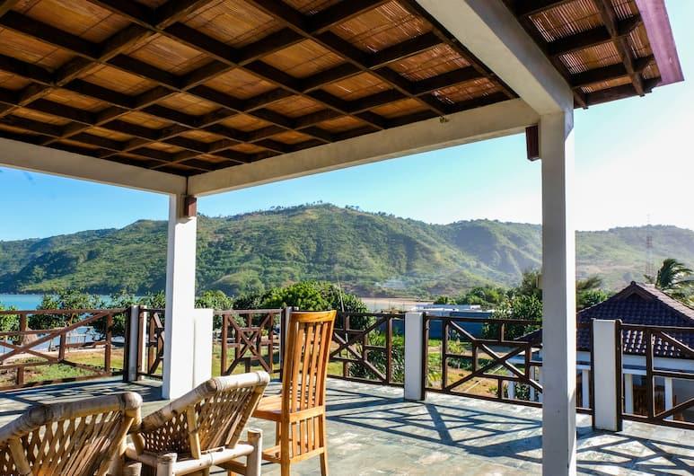 OYO 953 Family Beach Hotel, Kuta, Deluxe Suite, Balcony