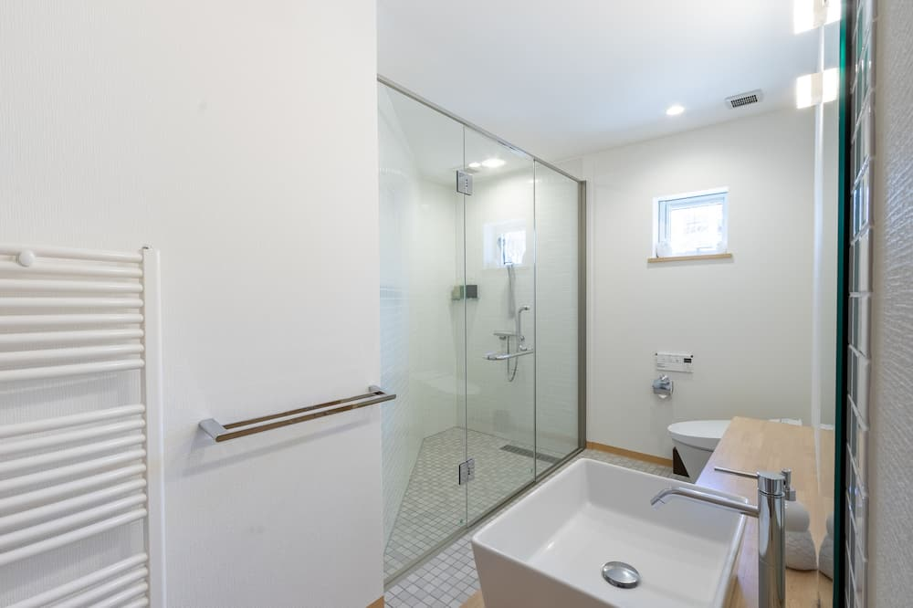 Ferienhaus (Private Vacation) - Badezimmer