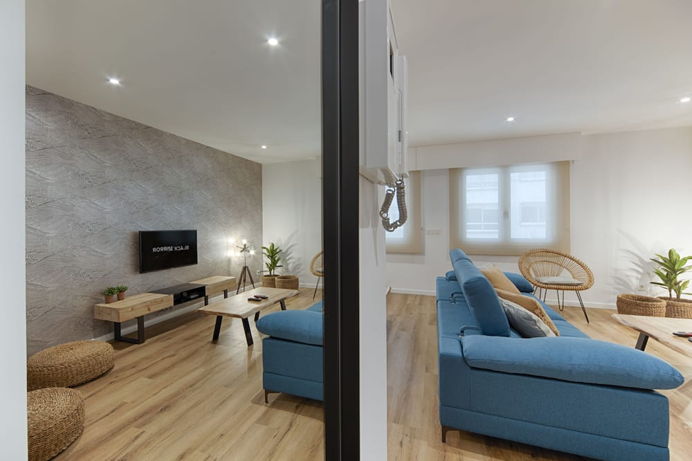 Family Apartment, 4 Bedrooms - Living Area