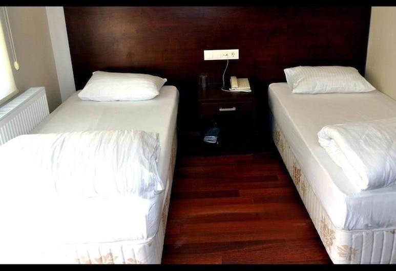 巴索爾酒店, 海拉博盧