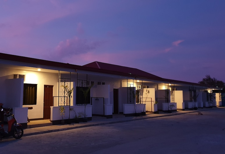 Panglao Village Court Apartments, Panglao, Front of property - evening