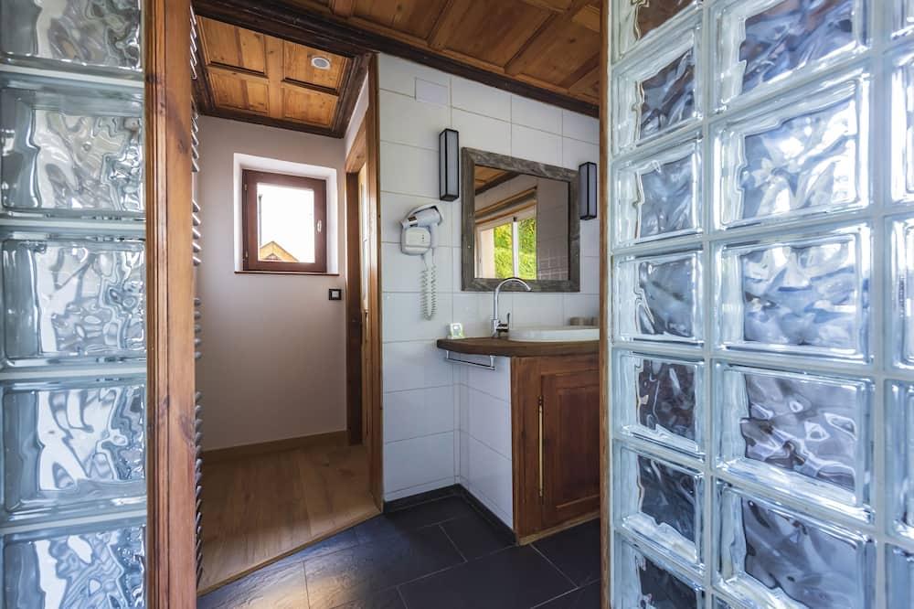 Deluxe-Doppel- oder -Zweibettzimmer, Blick auf den Innenhof - Badezimmer