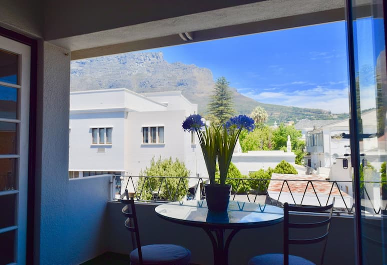 Well-located 2 Bedroom Flat in Gardens, Cape Town, Balcony