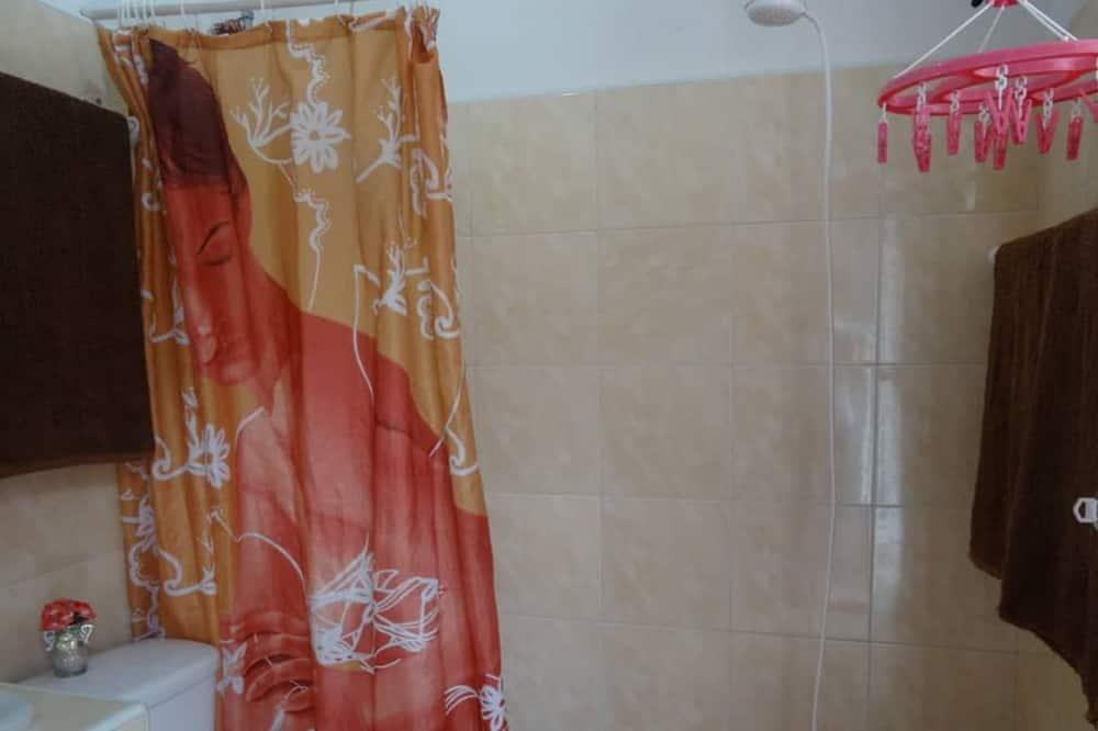 Чотиримісний номер категорії «Комфорт», 2 ліжка «квін-сайз» - Ванна кімната