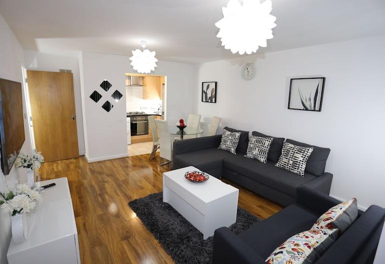 2 bed Riverview Bridge House Apartment, London