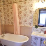 Romantic Cottage, Hill View - Bathroom
