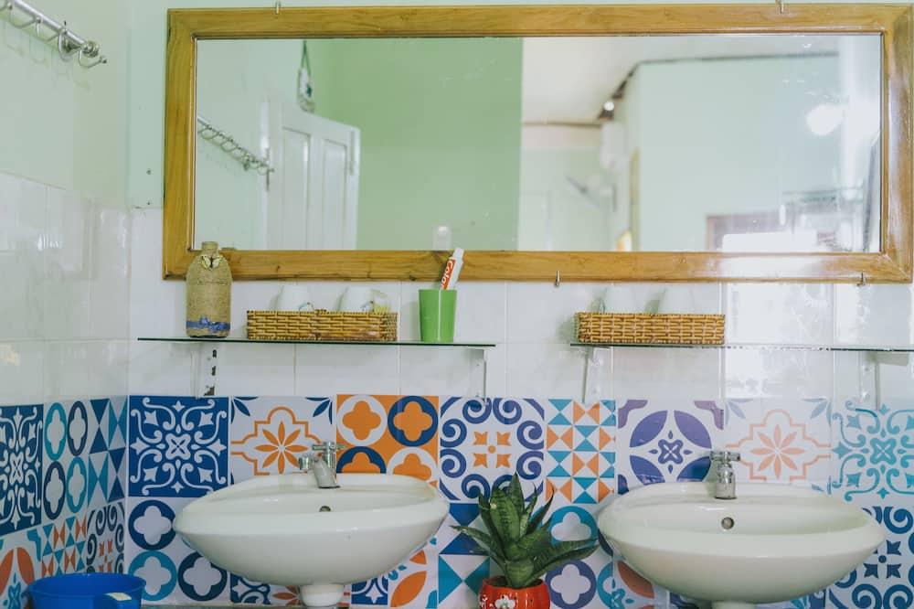 Загальне спальне приміщення, Змішаний дортуар (Bed in 4-Bed) - Ванна кімната
