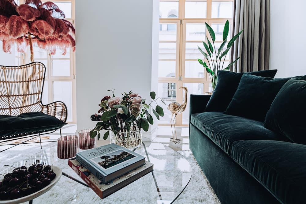 Deluxe Suite, 2 Bathrooms, City View - Living Room