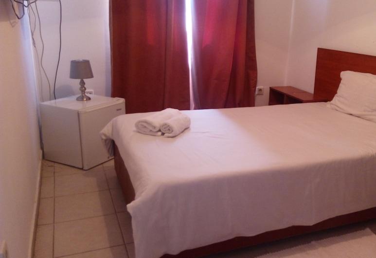 Residencial Dumas, Lubango, Room, 1 Queen Bed, Guest Room