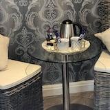 Luxury Twin Room, 2 Twin Beds - Living Area