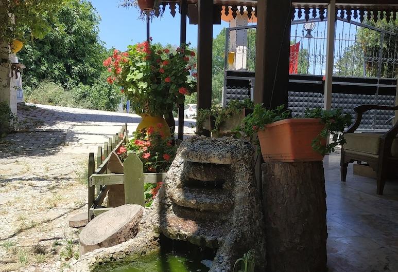 Ebruli Motel, Seferihisar, Jardín