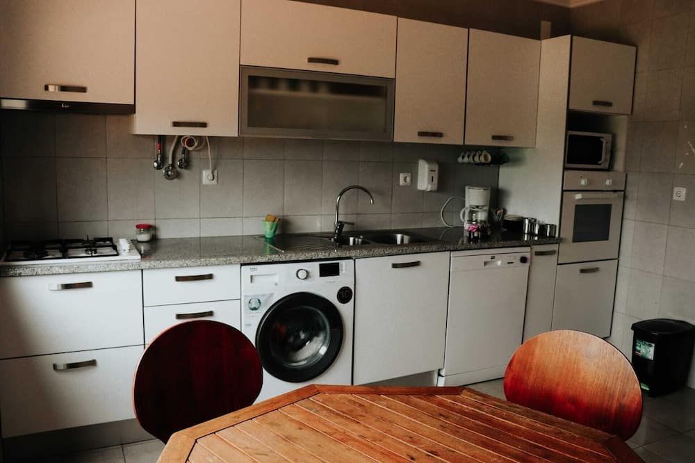 Shared Dormitory, Mixed Dorm, Shared Bathroom (1 Bed in 8-Bed Dorm) - Shared kitchen