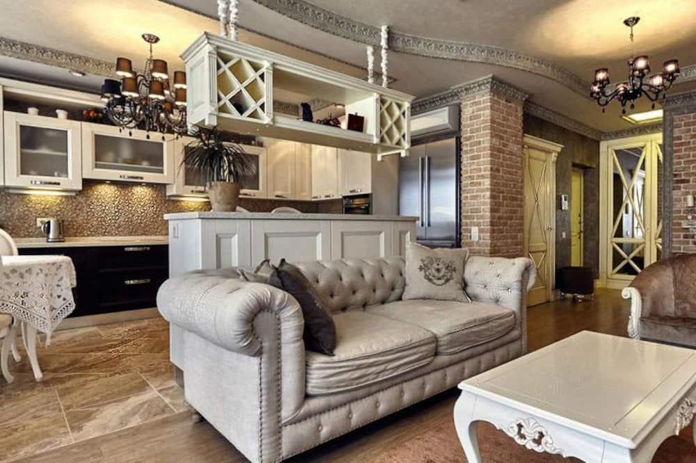 Premium Room, 1 Queen Bed, City View - Living Area