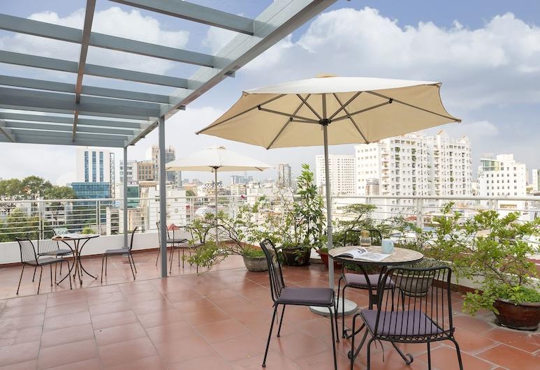 Christina's - Hotel & Café, הו צ'י מין סיטי, סוויטת דה-לוקס, מיטת קווין, מטבחון, מרפסת/פטיו
