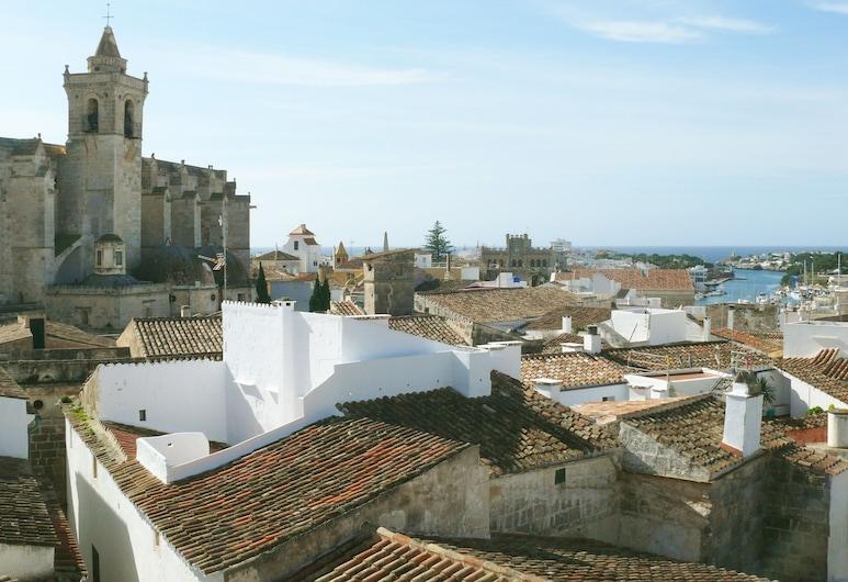 Can Araya, Sjutadeļa de Menorka, Terase/iekšējais pagalms