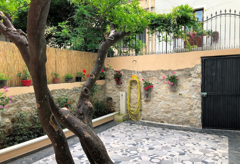 B&B La Mia Valigia, San Lucido, Courtyard