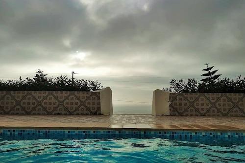 拉尼婭別墅海景和私人泳池酒店/