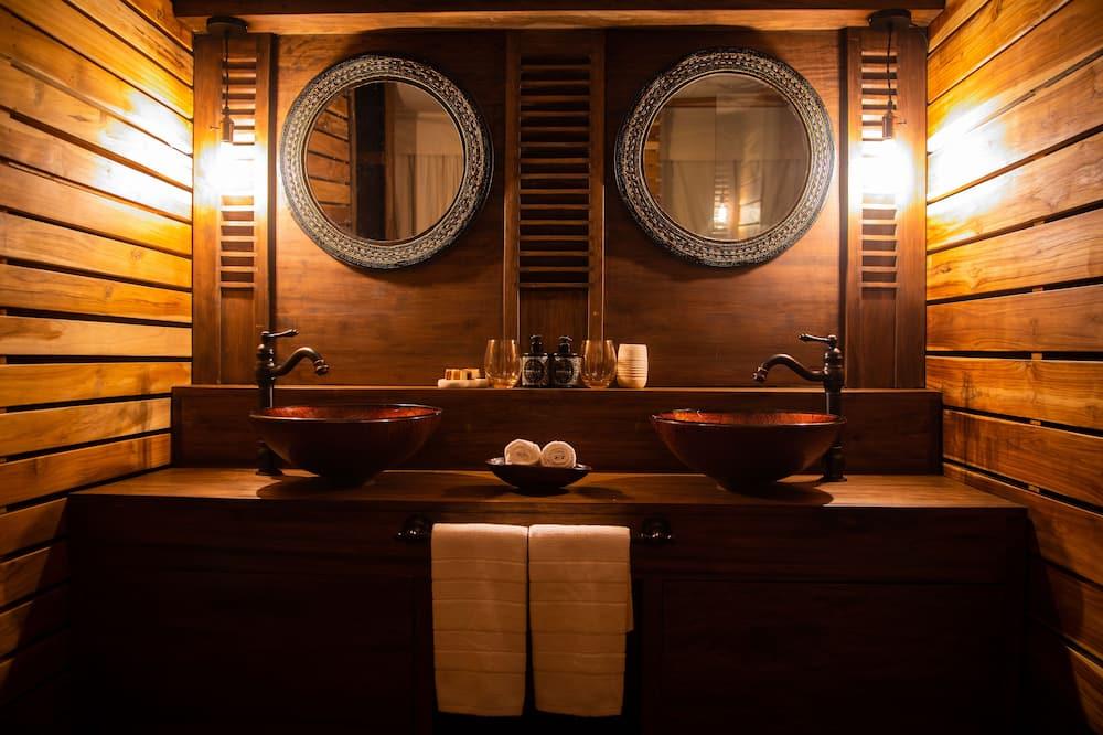 Lều dành cho gia đình (Luxury Suite) - Phòng tắm