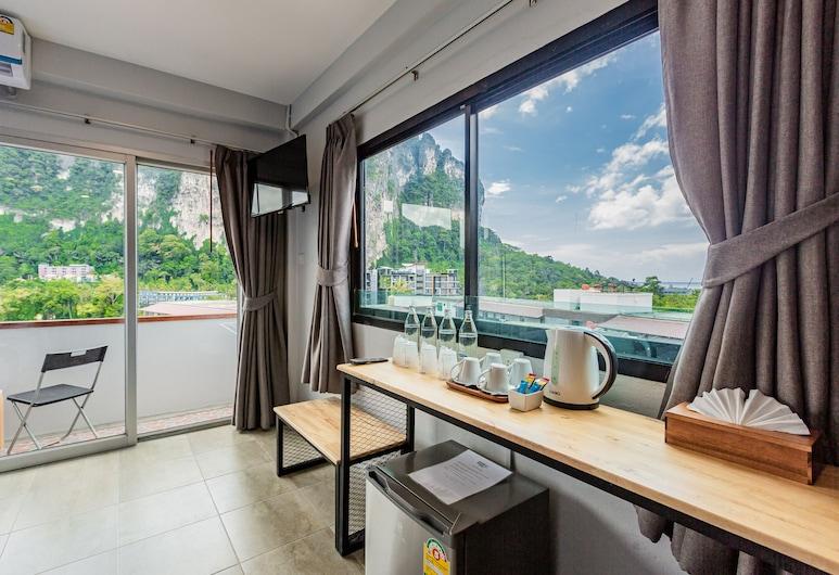 Monotel Aonang, Krabi, Familiekamer, terras, uitzicht op heuvels, Uitzicht vanaf balkon
