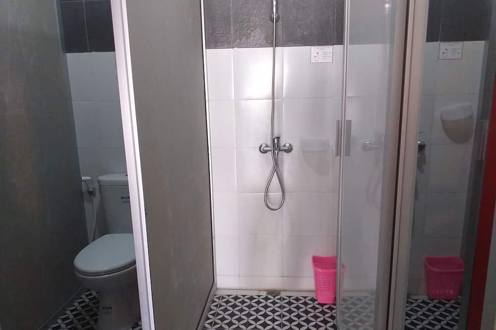 Perhehuone, Tupakointi kielletty (3 Bunk Beds) - Kylpyhuoneen suihku