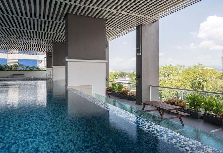 OYO Home 1086 Vibrant  2br Vue Residence, Kuala Lumpur, Pool