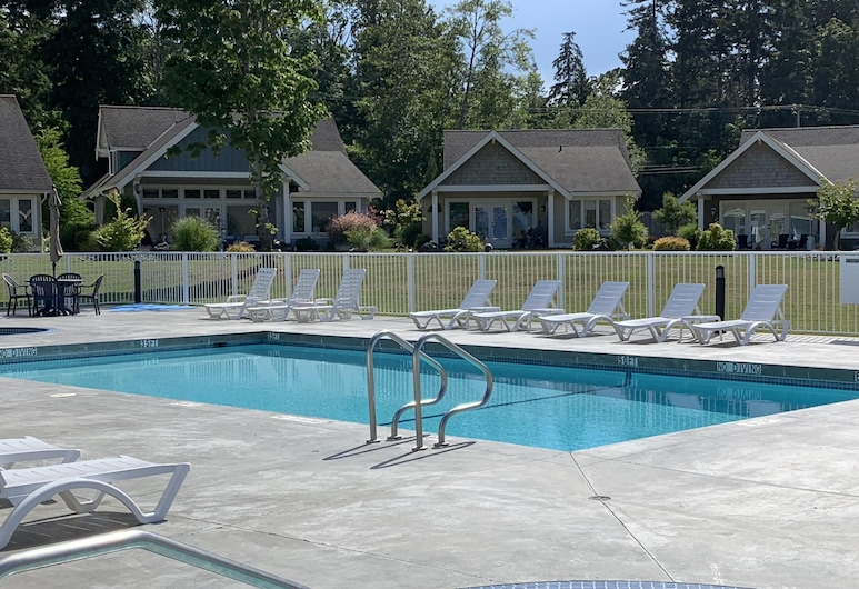 Book Now for Your Spring and Summer Vacations, Qualicum Beach, Bazen
