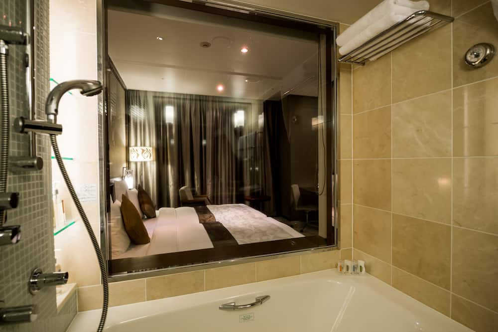Club Hollywood Twin Room, 2 Single Beds, Non Smoking, with Lounge Access - Bathroom