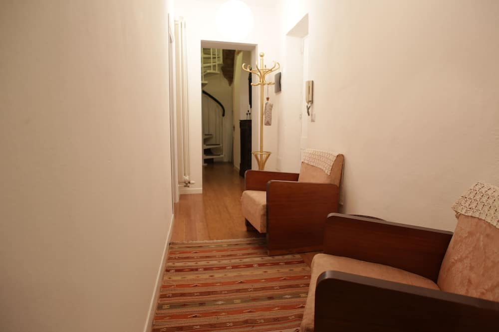 Comfort Apartment, Private Bathroom - Living Room