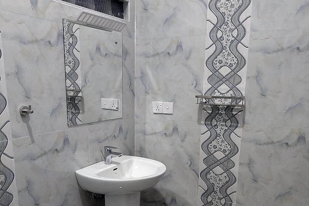 Shared Dormitory, 1 Katil Bujang (Single), Shared Bathroom - Bilik mandi