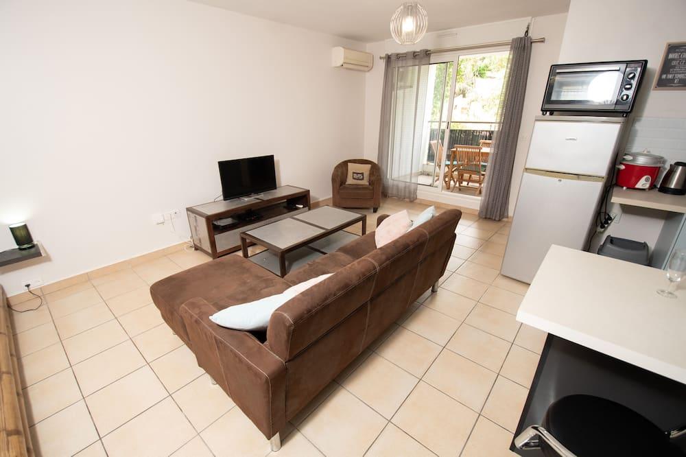 Apartment (1 Bedroom) (45m2 - A 10' de l'Aéroport Rolland Garros) - Living Room