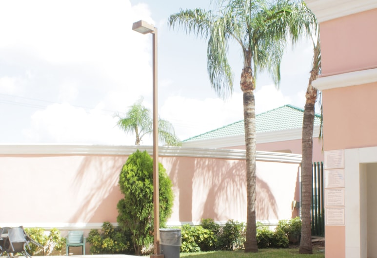 Residencial Inn and Suites, Matamoros, Piscina al aire libre