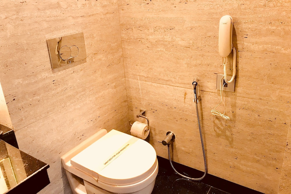 Classic Double Room, 1 Double Bed, Smoking, City View - Bathroom